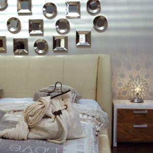 Uzupełnieniem przytulnej aranżacji są miękkie koce, narzuty i lampki. Kolekcja Ritto US48. Fot. Gamet S.A.