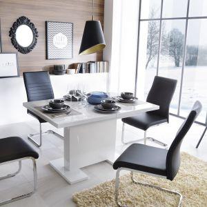 Stół Ever, krzesła Atut. Fot. Agata SA