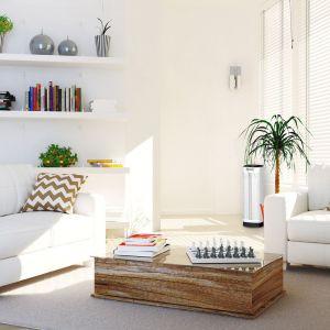 Oczyszczacz Cristal Air Advanced w salonie. Fot. Goclever