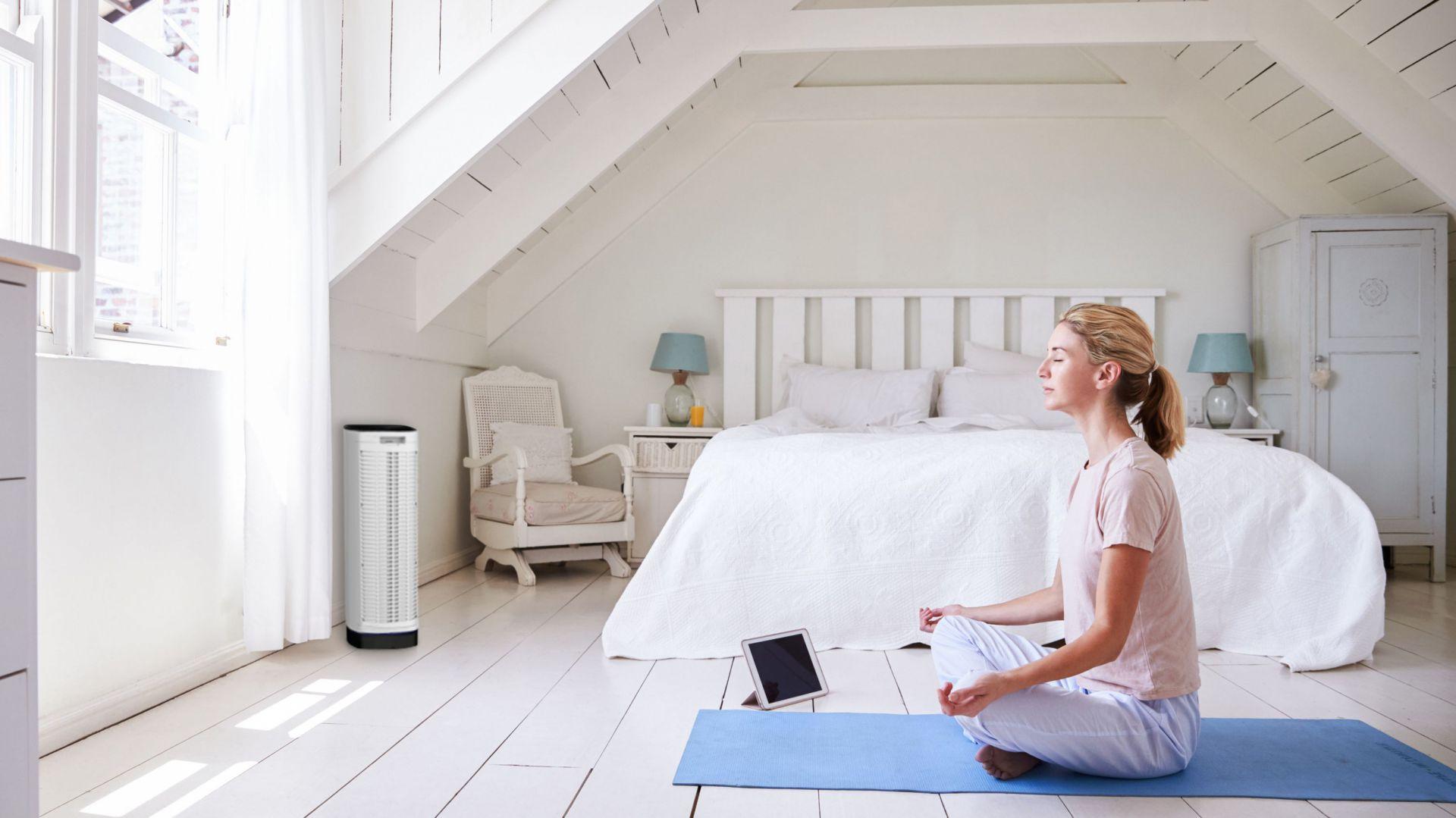 Oczyszczacz Cristal Air Advanced w sypialni. Fot. Goclever