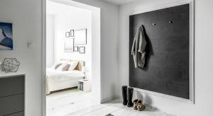 Antracyt. Ciemny i głęboki odcień szarości jest obecnie jednym z najciekawszych i najbardziej efektownych kolorów we wnętrzach.