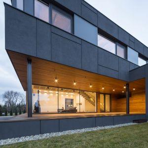 Wokół nas coraz częściej powstają projekty, jak ten w Zielonkach-Wsi, które zachwycają coraz śmielszą koncepcją architektoniczną i przełamują towarzyszące nam przez lata schematy. Fot. Beczak/Beczak/Architektci