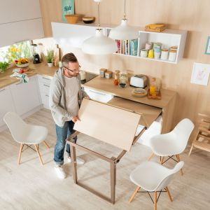 Wysuwany stół. Fot. Häfele