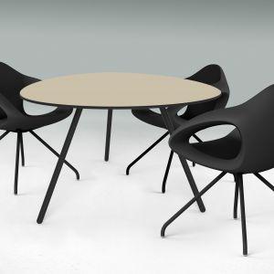 Funkcjonalne i designerskie stoły. Fot. BM Housing