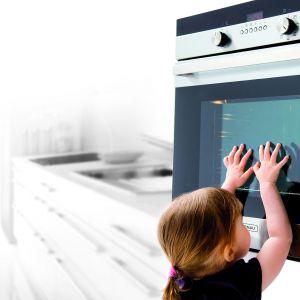 Piekarnik ze specjalnym systemem chłodzenia obudowy i potrójnie szklonymi drzwiami. Dzięki nim szyba i front drzwi podczas pieczenia pozostają stale zimn. Fot. Kernau