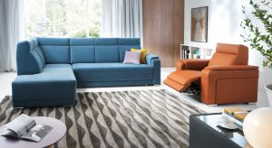 Znudziły się Wam szarości? Chcecie urządzić salon w kolorze? Zobaczcie jak efektownie może prezentować się wypoczynek w niebieskim kolorze.