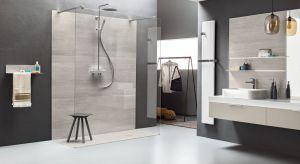 """Nowoczesna strefa prysznica to często kabina typu walk-in i wygodne, bezprogowe wejście. Jak w takich warunkach """"odnajdują"""" się brodziki prysznicowe? Wbrew pozorom świetnie!"""
