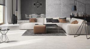 Farba, fototapeta, beton a może kamień? Jaki materiał wybrać do wykończenia ścian w salonie? Zobaczcie jakie produkty mają w swojej ofercie producenci.