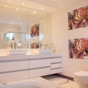 Łazienka w stylu glamour. Fot. GTV