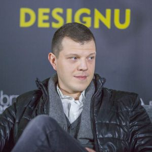 Jacek Chrzanowski, One One Lab. V Forum Dobrego Designu. Sesja: Pokolenie nomadów – jak projektować dla dzieci mobilnej kultury. Fot. Piotr Waniorek.