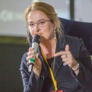 Magdalena Gruna. V Forum Dobrego Designu. Sesja: Pokolenie nomadów – jak projektować dla dzieci mobilnej kultury. Fot. Piotr Waniorek.