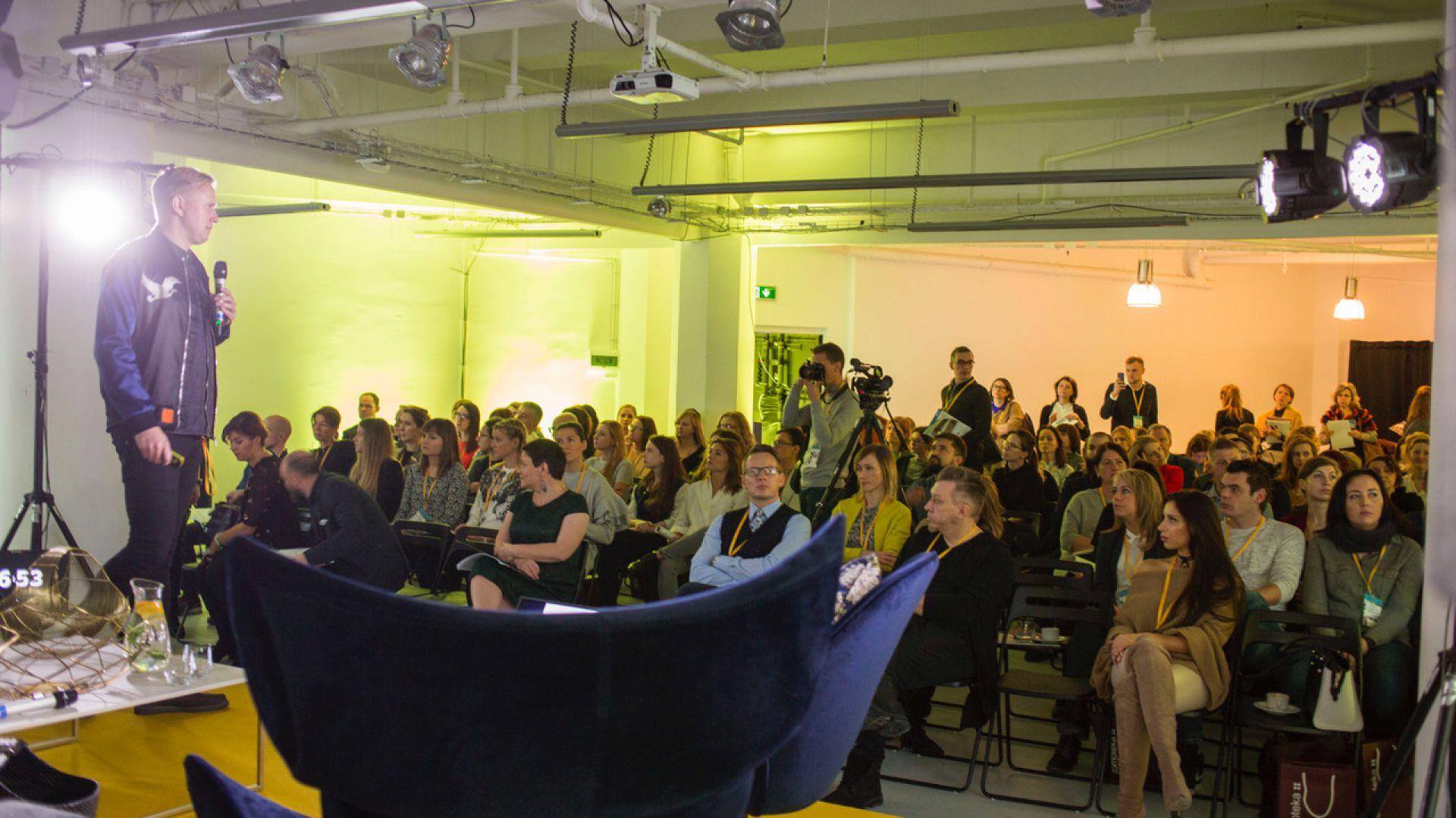 Przemówienie duńskiego designera René Hougaarda, gościa specjalnego Forum Dobrego Designu. Fot. Piotr Waniorek.