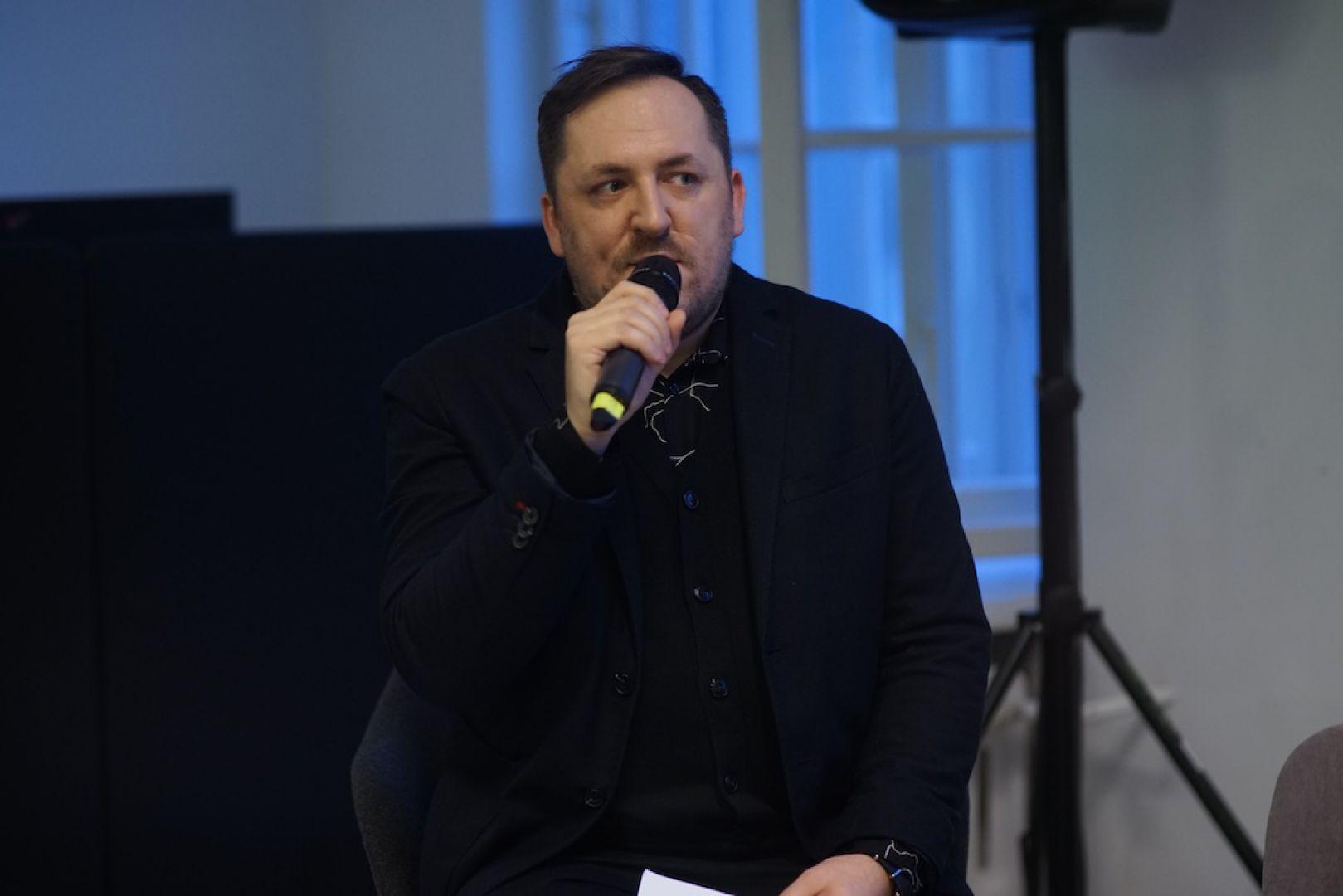 Marcin Szczelina, Architecture Snob. V Forum Dobrego Designu: Re-Design. W stronę zrównoważonej przyszłości. Fot. Tomasz Wawer.