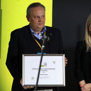 Wyróżnienie w kategorii Podłogi i Ściany za wykładzinę Eurogarden – Shapes firmy Voxflor odebrał Tomasz Sławoj Bocheński - Prezes Zarzadu firmy Voxflor Europe.