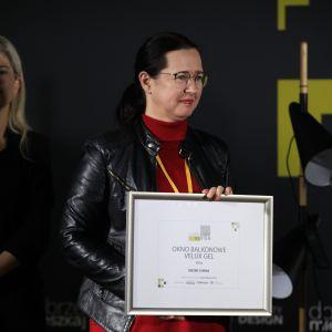 W kategorii Okna i Drzwi wyróżnienie trafiło do firmy Velux, za okno balkonowe VELUX GEL. Odebrała je arch. Monika Kupska-Kupis.