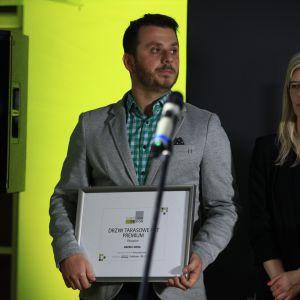 Wyróżnienie w kategorii Okna i Drzwi zdobyły również drzwi tarasowe HST Premium firmy Oknoplast. Dyplom odebrał Piotr Kuciapski , Specjalista ds. PR Oknoplast.