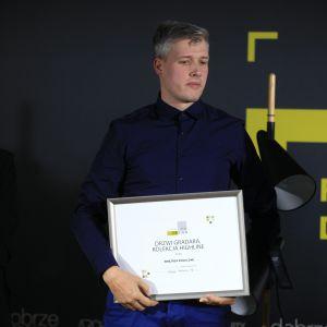 Wyróżnienie w kategorii Wnętrza Publiczne zdobyły drzwi Gradara z kolekcji Highline firmy Entra. Dyplom odebrał Michał Lipiński, Kierownik ds. inwestycji - Polska centralna.