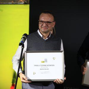 Wyróżnienie w kategorii Wnętrza Publiczne za panele ścienne Koskisen firmy Holz Tusche Polska odebrał prezes firmy, Waldemar Sadowski.