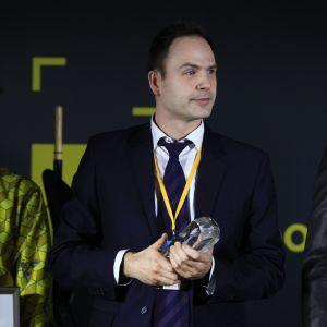 Nagrodę główną w kategorii Podłogi i Ściany zdobył produkt firmy Jawor-Parkiet, Jodła francuska Chevron. Nagrodę odebrał Grzegorz Sadowski, dyrektora działu handlu w firmie Jawor-Parkiet.