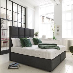 Ciemna zieleń w sypialni. Fot. Hypnos Beds
