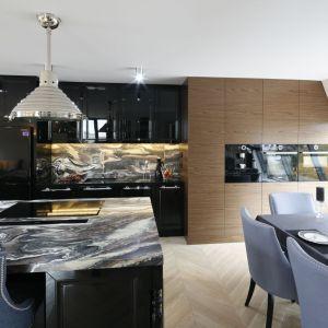 Apartament  w stylu klasycznym. Projekt: Tomasz Motylewski, Marek Bernatowicz. Fot. Bartosz Jarosz