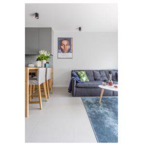 Małe mieszkanie. Projekt: Decoroom. Fot. Marta Behling / Pion Poziom
