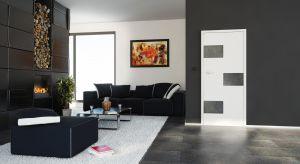Decydując się na drzwi i panele o wspólnych akcentach dekoracyjnych zyskujemy jednolity, spójny zestaw.