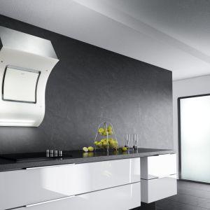 Szara kuchnia: pomysł na aranżację. Okap marki Velge VCCH 6501. Fot. Velge