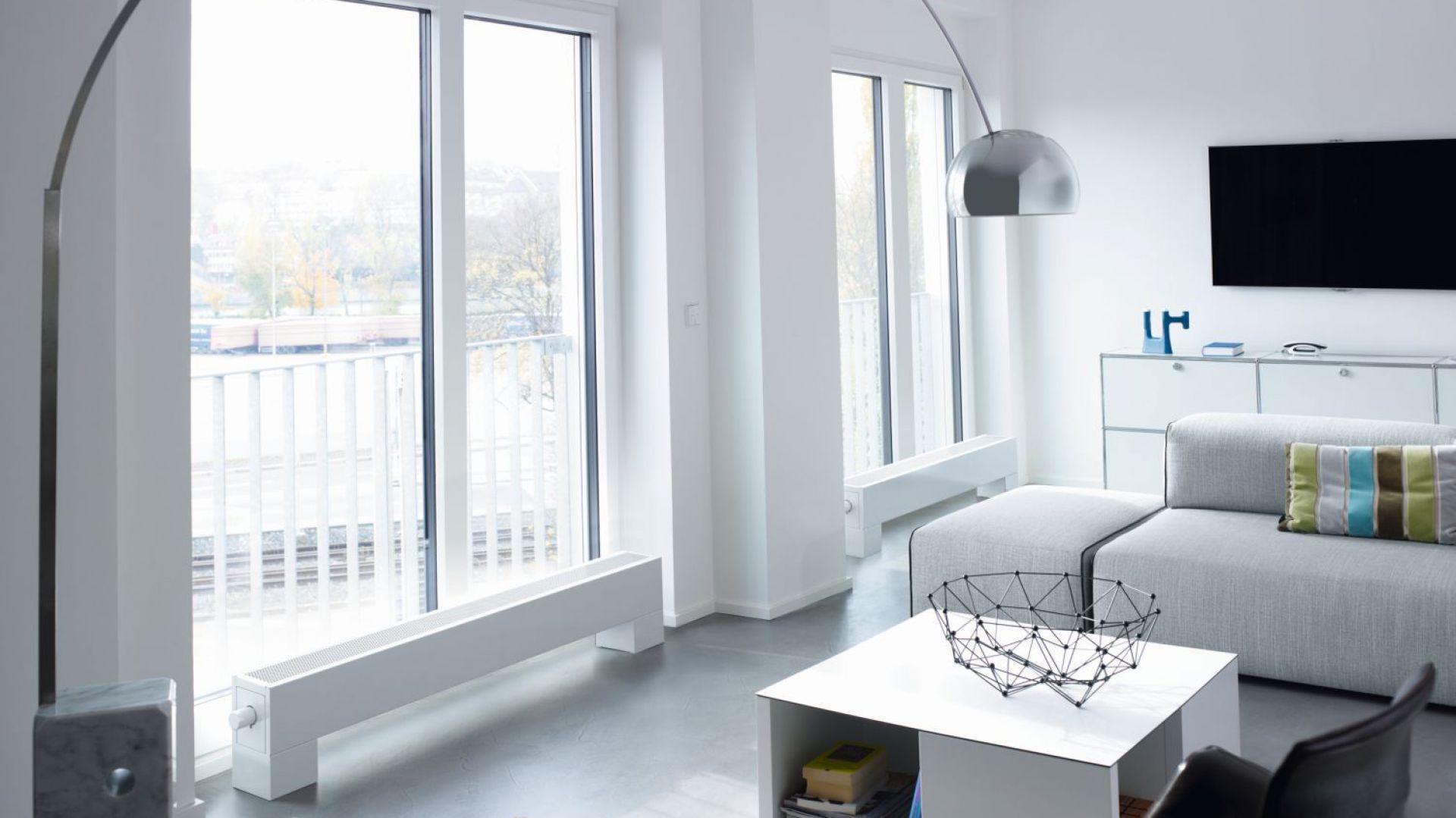 Grzejnik Stana Neo do montażu na podłodze, przy oknie lub we wnęce, zapewnia optymalne rozprowadzenie ogrzanego powietrza w całym pomieszczeniu. Ciche, wbudowane wentylatory. Fot. Zehnder