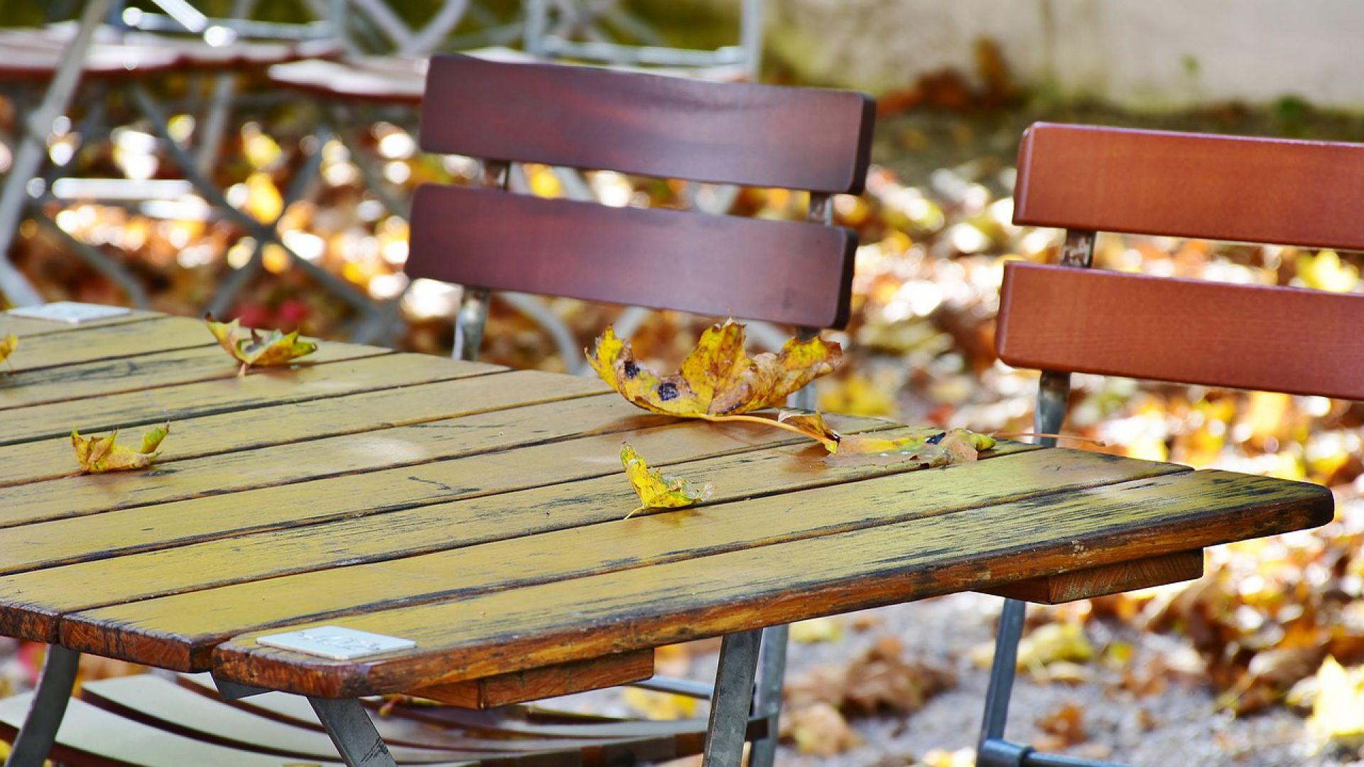 Zabezpieczamy meble ogrodowe przed mrozami. Fot. Bondex