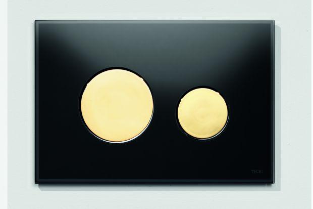 Stal nierdzewna i chrom od wielu lat są elementem wpisującym się w styl nowoczesnych łazienek. Jednak wiele wskazuje na to, że w najbliższym czasie mogą zostać zdetronizowane przez bardziej szlachetne i cieplejsze barwy złota.