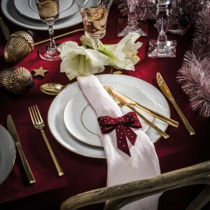 Piękna dekoracja świątecznego stołu: serwis Diamond. Fot. Fyrklovern