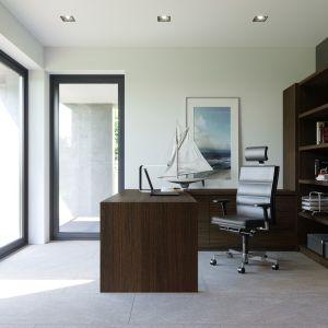 Dodatkowy pokój z własnym tarasem oraz łazienką może pełnić funkcję gabinetu lub sypialni dla gości. Dom HomeKONCEPT 51. Projekt i zdjęcia: Zespół Projektowy HomeKONCEPT