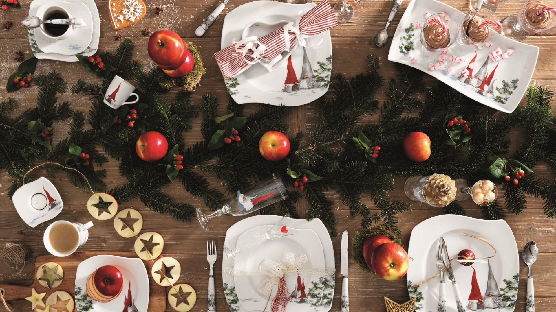 Aranżacja stołu na święta, serwis: Asas Christmas Red. Fot. Fyrklövern