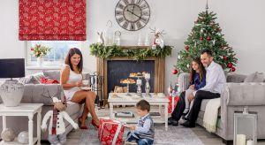 Choinka, prezenty od św. Mikołaja, wieczerza wigilijna złożona z dwunastu dań, wolne miejsce przy stole, opłatek, wspólne śpiewanie kolęd i pastorałek to tylko kilka ze świątecznych zwyczajów, w które obfituje polska tradycja.