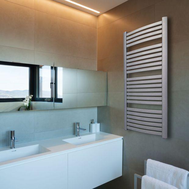 Aranżacja łazienki: wybierz biały grzejnik