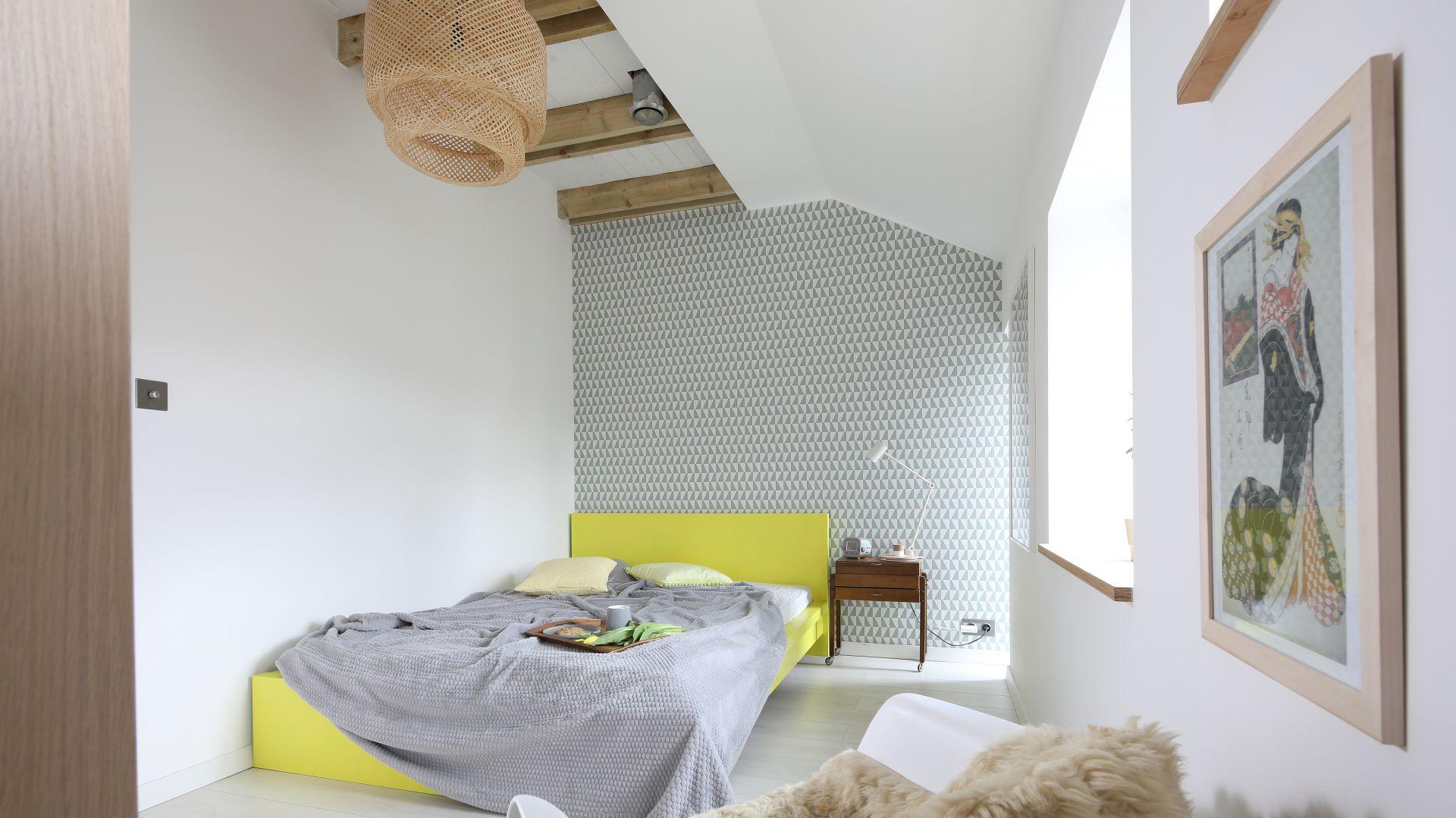 Ściana za łóżkiem. Projekt: Małgorzata Przybyła, Dawid Czyż. Fot. Bartosz Jarosz