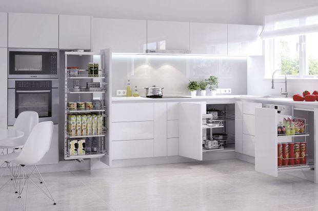 W naszych kuchniach właściwie zawsze przydałoby się więcej miejsca. Zwłaszcza takiego, w którym możemy przechowywać różnego rodzaju produkty spożywcze i przedmioty codziennego użytku.