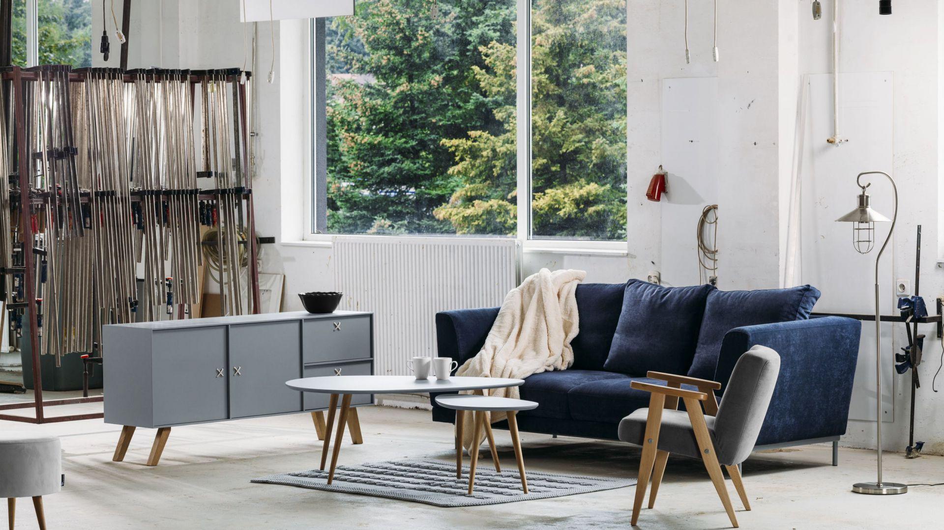 Komoda Scandinave L model 4, sofa Lily oraz  fotel Lazy I tworzą zestaw w stylistyce skandynawskiej z elementami retro. Od 1.999 zł/komoda. Fot. Rosanero