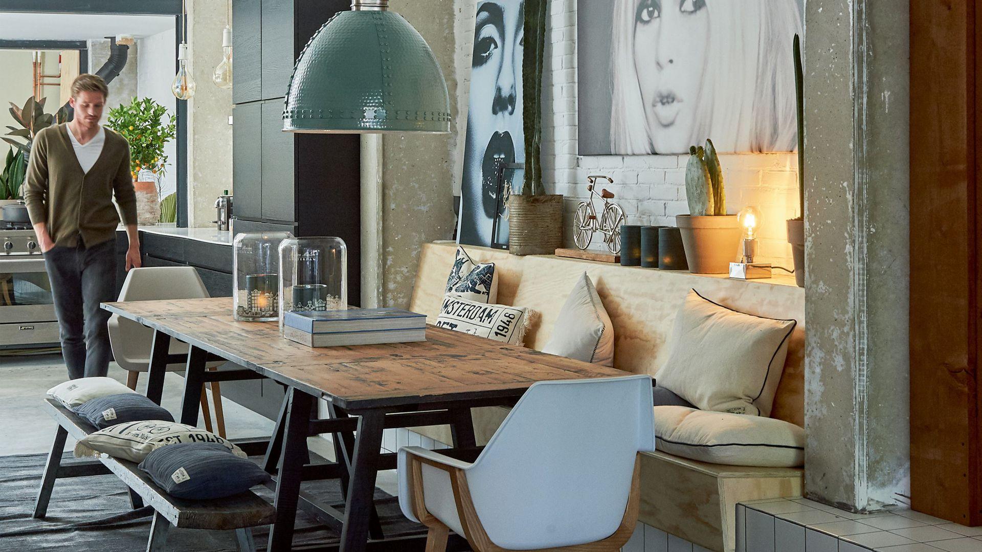 Rozkładany stół jadalniany Cala Bassa(80/160x80 cm) z  kolekcji Amsterdam Loft inspirowanej stylem holenderskich domów. 5.495 zł. Fot. Riviera Maison