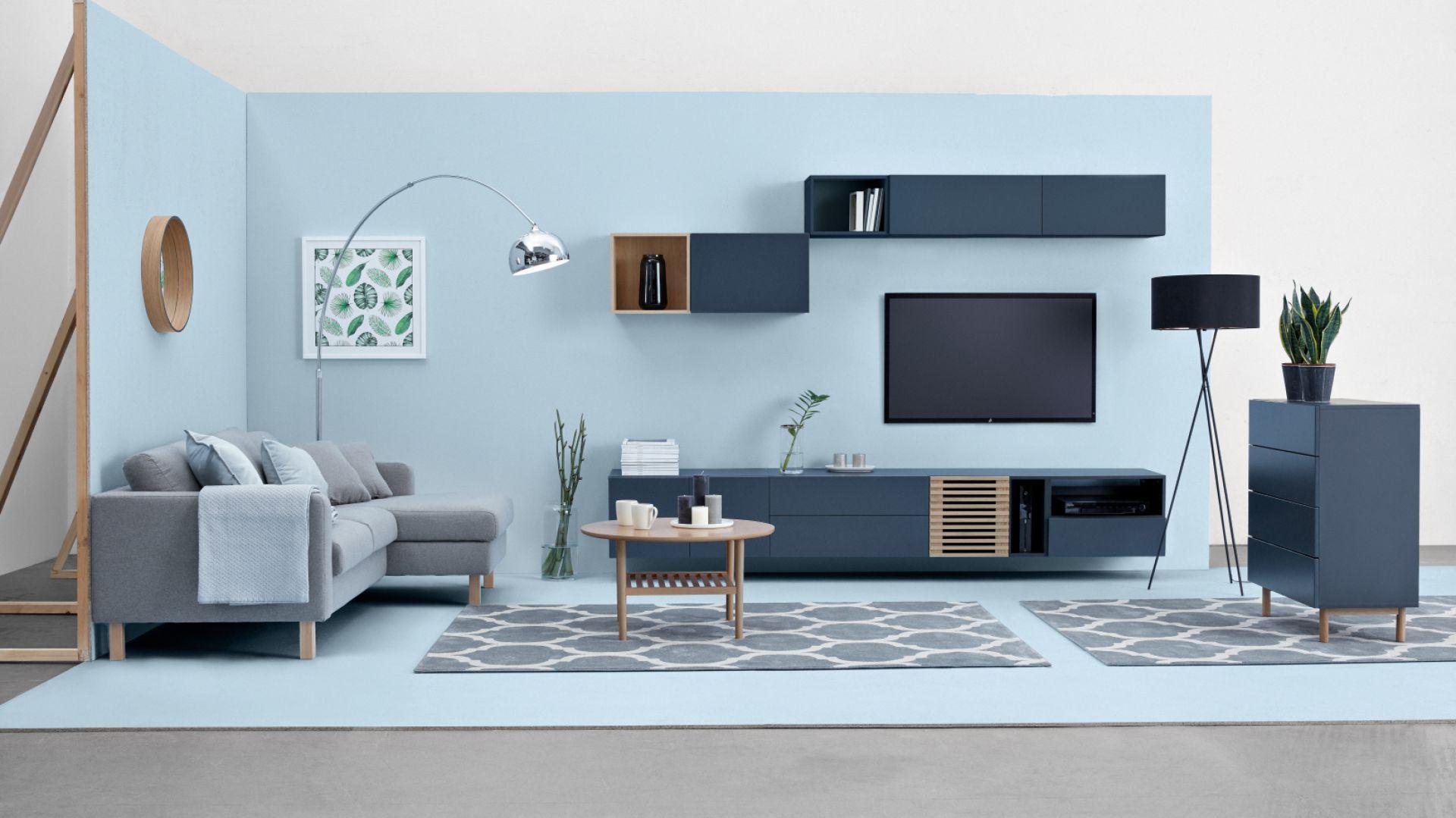 System Moko dzięki koncepcji oryginalnych komód, bufetów i witryn wprowadzi do wnętrza zupełnie nowy, nieoczywisty styl. 2.379 zł/ zestaw TV 280/40. Fot. Black Red White