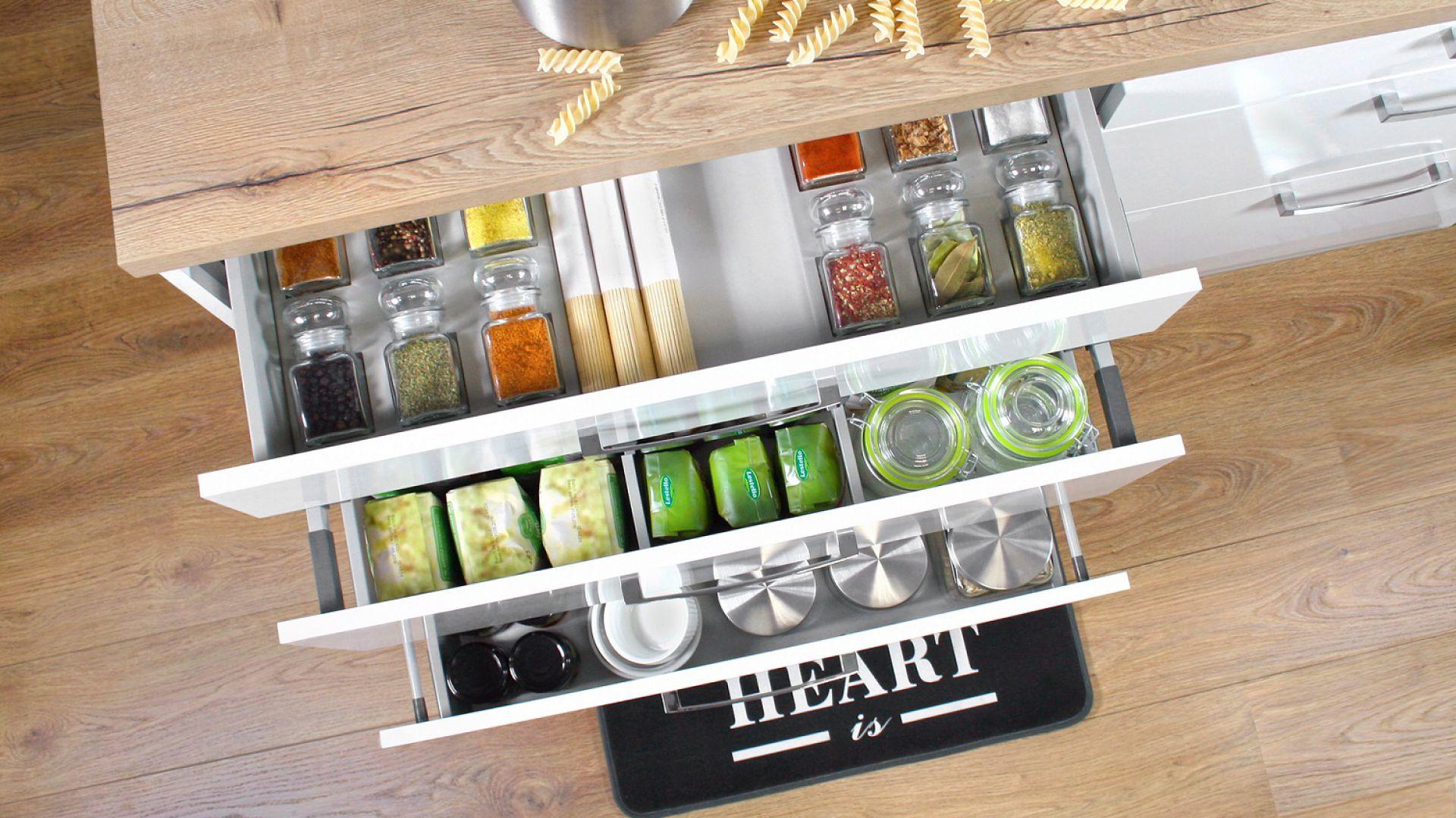 Akcesoria meblowe do funkcjonalnej kuchni: szuflada Comfort Box. Fot. Rejs