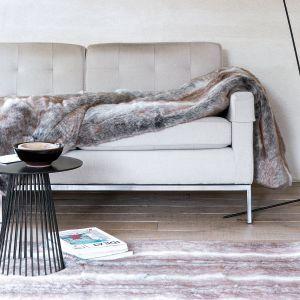 W kolekcji Feel dywany, pledy i poduszki ze sztucznego futra. Fot. Ligne Pure/ Dekoma