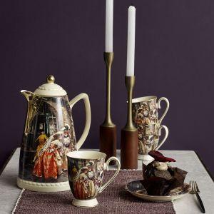 Złocone ornamenty oraz scenki obyczajowe z drugiej połowy XIX wieku zdobią porcelanę Victorian. Fot. Nordal
