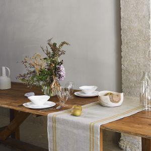 Lniany bieżnik stołowy z pasami z kolekcji Absolute Linen. Fot. Zara Home