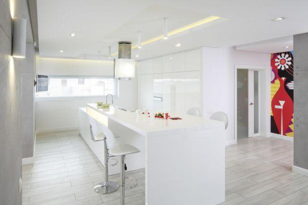 20 pomysłów na białe ściany w kuchni