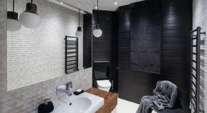 Oświetlenie w łazience, jak w każdym innym wnętrzu, pełni kilka ról jednocześnie. Podstawowa to oczywiście zapewnienie odpowiedniego światła do wykonywania codziennych czynności. Poza nią jednak, oświetlenie buduje również klimat w pomieszc