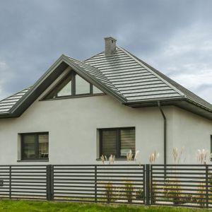 Modny dach: trendy dekarskie na 2018 rok. Minimalistyczna blachodachówka płaska Tysenia. Fot. Blachotrapez
