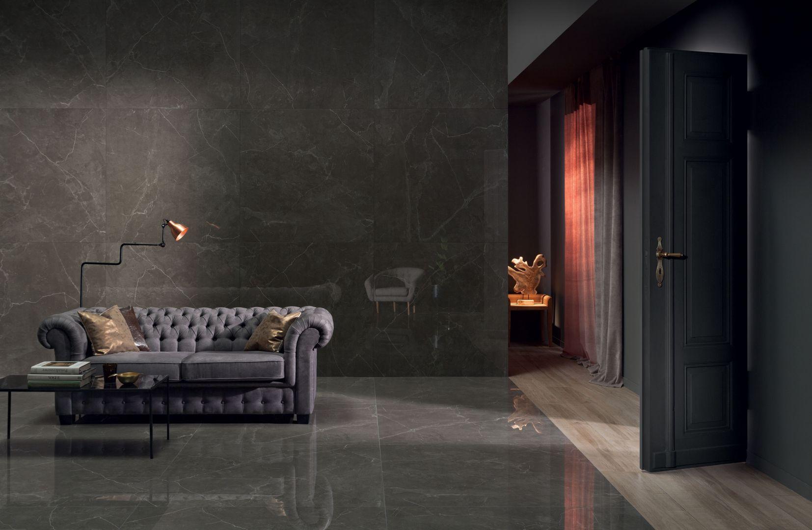 Szykowny salon z nową kolekcją Mulina marki Monolith. Fot. Tubądzin