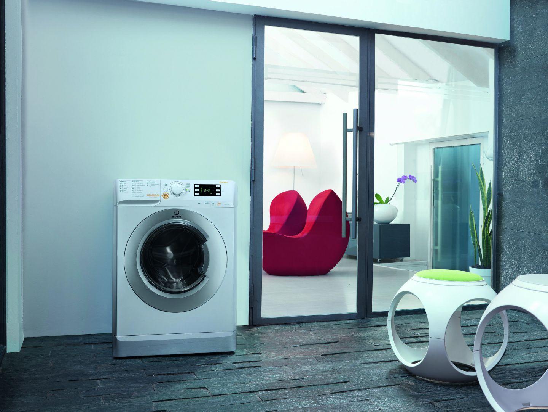AGD do łazienki: nowoczesny model pralki. Fot. Indesit